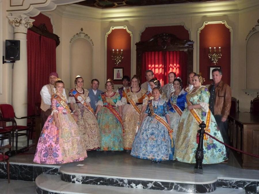 Falleres majors i infantil d'Alginet junt a l'Alcalde i el Regidor de Festes