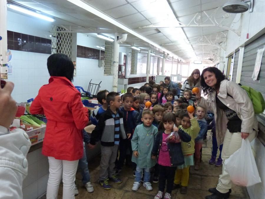 Visita infantil blasco al mercat (3)