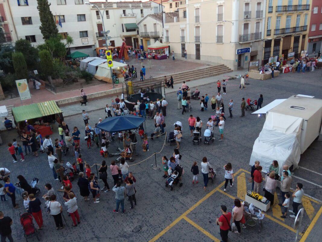 Cientos de personas participan en la II Fira de l'Alliberament Senyorial de Alberic 1