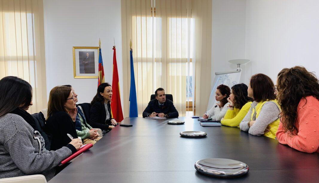 Reunión de los Servicios Sociales con el alcalde de Alberic